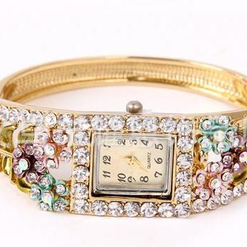 The 2014 latest Korean version of women's Bracelet Watch Bracelet Jewelry classical ornaments