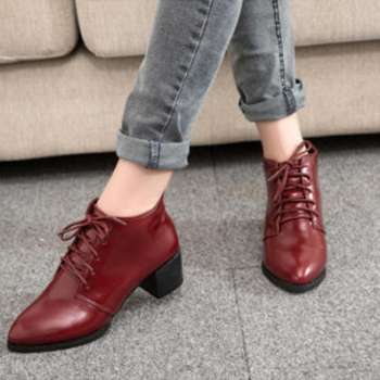 In the autumn of 2015 new European and American women shoe heel coarse shoes with MS.